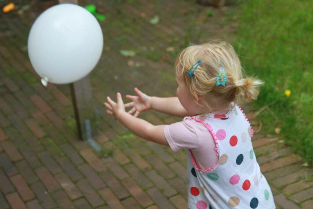 WhatsAAP - WhatsAAP meisje met ballon 2